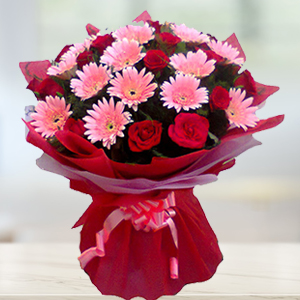 red-roses-and-pink-gerbera-flowers-india