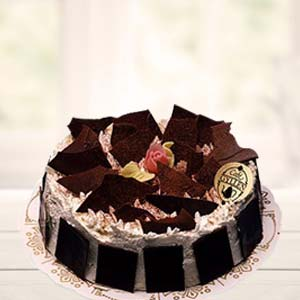 Black Forest Cake: Unique mothers day gifts Faridabad,  India
