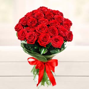 Beautiful 15 Roses Bunch Flowers Heart Shaped Choco Cake, India
