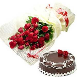 Roses Bunch And Cake: Valentine Gifts For Husband Jamshedpur,  India