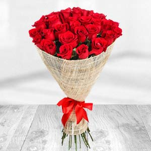 Exclusive Bunch Of Red Roses: Valentine Gifts For Husband Karnal,  India