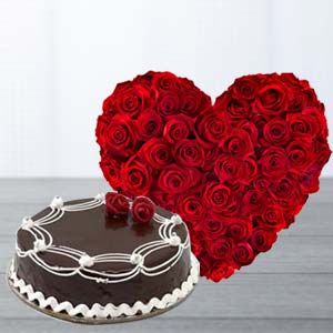 Heart Shaped Roses Arrangement: Anniversary flowers & cake Kapurthala,  India