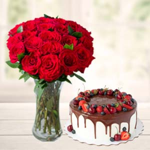 Roses Combo With Cake And Vase: Gifts For Boyfriend  India