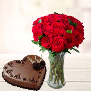 Red Roses With Heart Shaped Cake: Gifts For Her Trivandrum,  India