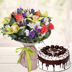 Mix Flowers With Vanila Cake: Mothers day Vizag,  India