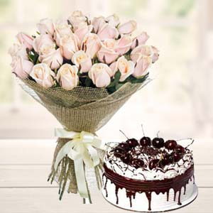 White Roses With Vanila Cake: Birthday gifts for mom Vijayawada,  India