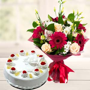 Mix Flowers With Pineapple Cake: Unique anniversary gifts Visakhapatnam,  India