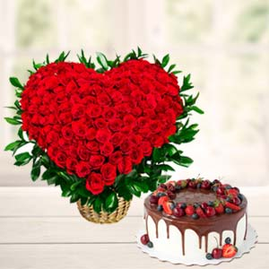Roses Arrangement With Fruit Cake: Gift Raipur,  India