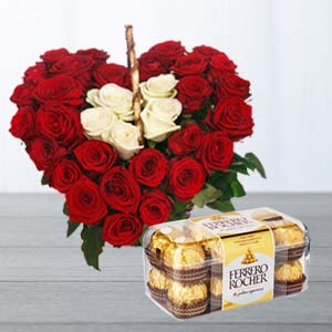 Roses Arrangement With Ferrero Rocher: Mothers day flowers chocolates Mumbai,  India