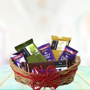 Cadbury Chocolate Basket: Valentine's Day Gifts For Girlfriend Ambala,  India