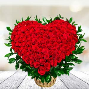 100 Red Roses Arrangement: Birthday flowers Bareilly,  India