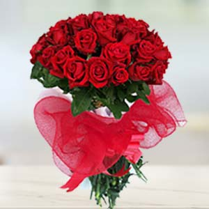Red Rose Bunch Flowers Chocolate, Teddy & Card, India